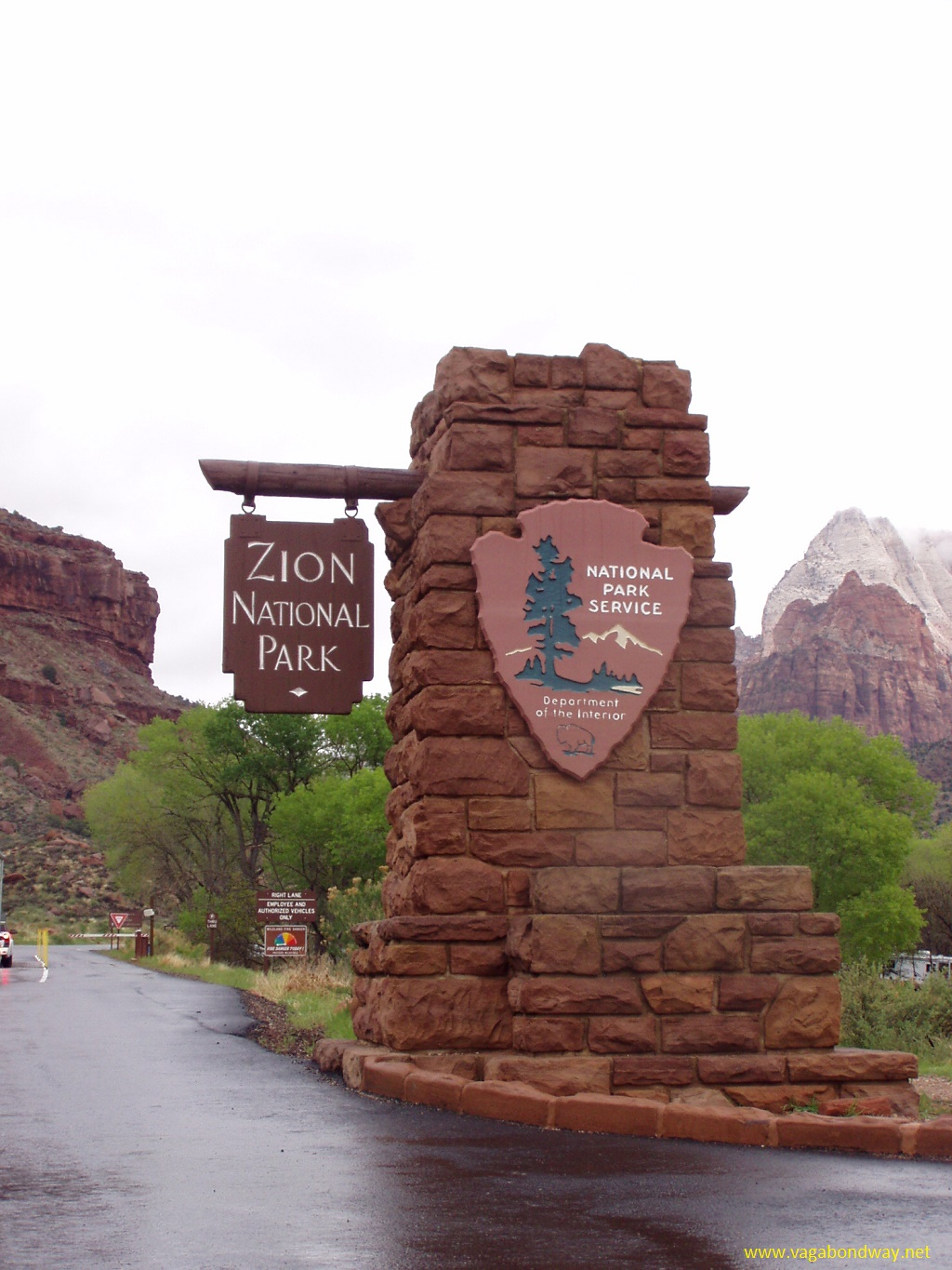 park entrance sign to Zion National Park
