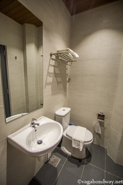 bathroom-b-street-hotel